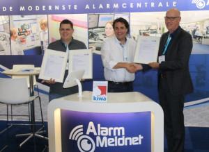 Uitreiking drie KIWA certificaten aan Alarm Meldnet