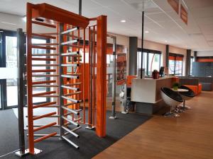 Dormakaba levert draaikruizen aan fitnessketen Basic Fit in Nederland