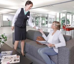 Opmars van vrouwen in hospitality